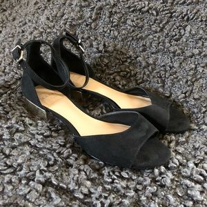 KAARI BLUE black strap flat with low gold heel